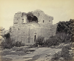 Ruins of Vijianuggur [Vijayanagara] near Calamapoor [Kamalapuram]. [Ruined watchtower?]